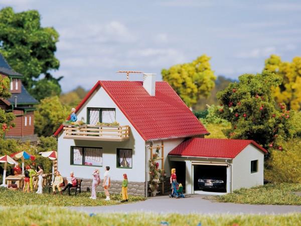 Auhagen 12222 H0/TT-Modellbausatz, Haus mit Garage