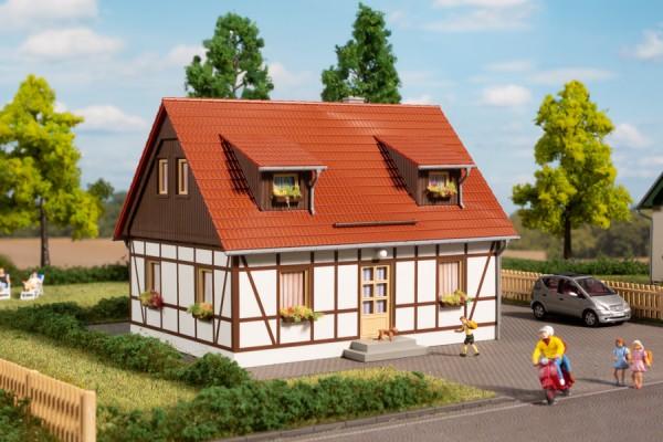 """Auhagen 11453 H0-Modellbausatz, Einfamilienhaus """"Fachwerkhaus"""" modernisiert"""