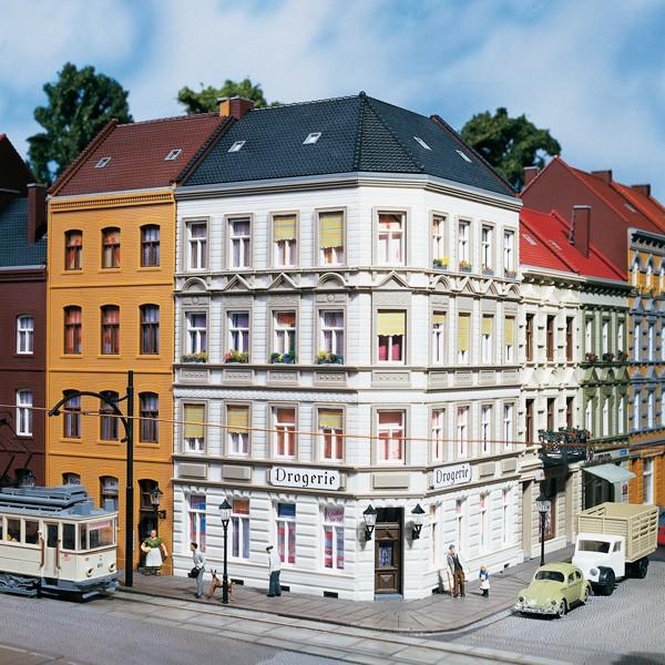 "Auhagen 11398 H0-Modellbausatz, (Mehrfamilienhaus) - Eckhaus ""Schmidtstrasse 25"""