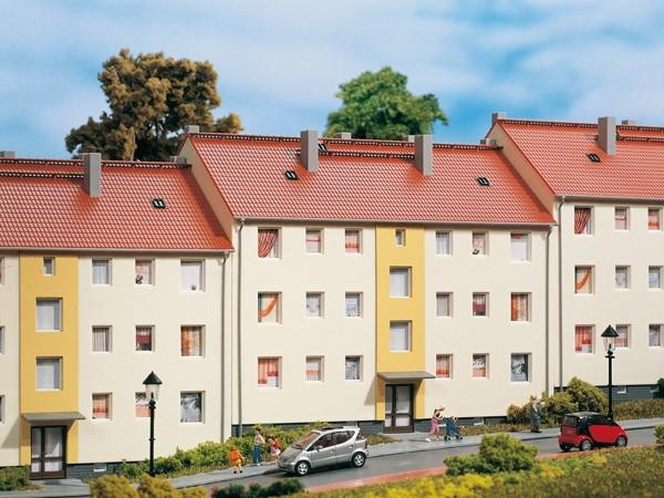 """Auhagen 11402 H0-Modellbausatz, """"(Mehrfamilienhaus) - 50-iger Jahre Wohnblock"""""""